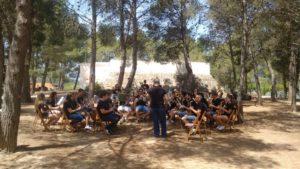 Assaig de la banda de música a l'àrea de medi Ambient dintre la jornada del Festival Simfònic 2017