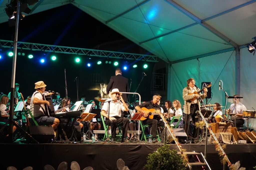 Actuació de Quico el Célio, el noi i el mut de Ferreries amb la banda de música de Godall a les festes majors 2021